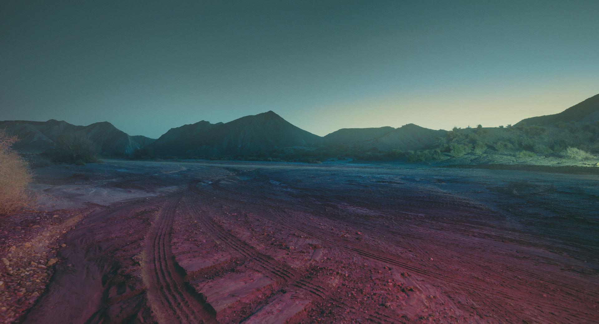 Audi Rainmaker, Audi Magazin, Loved, Anke Luckmann, www.ankeluckmann.com, kai tietz, landscape, red light, desert, morning