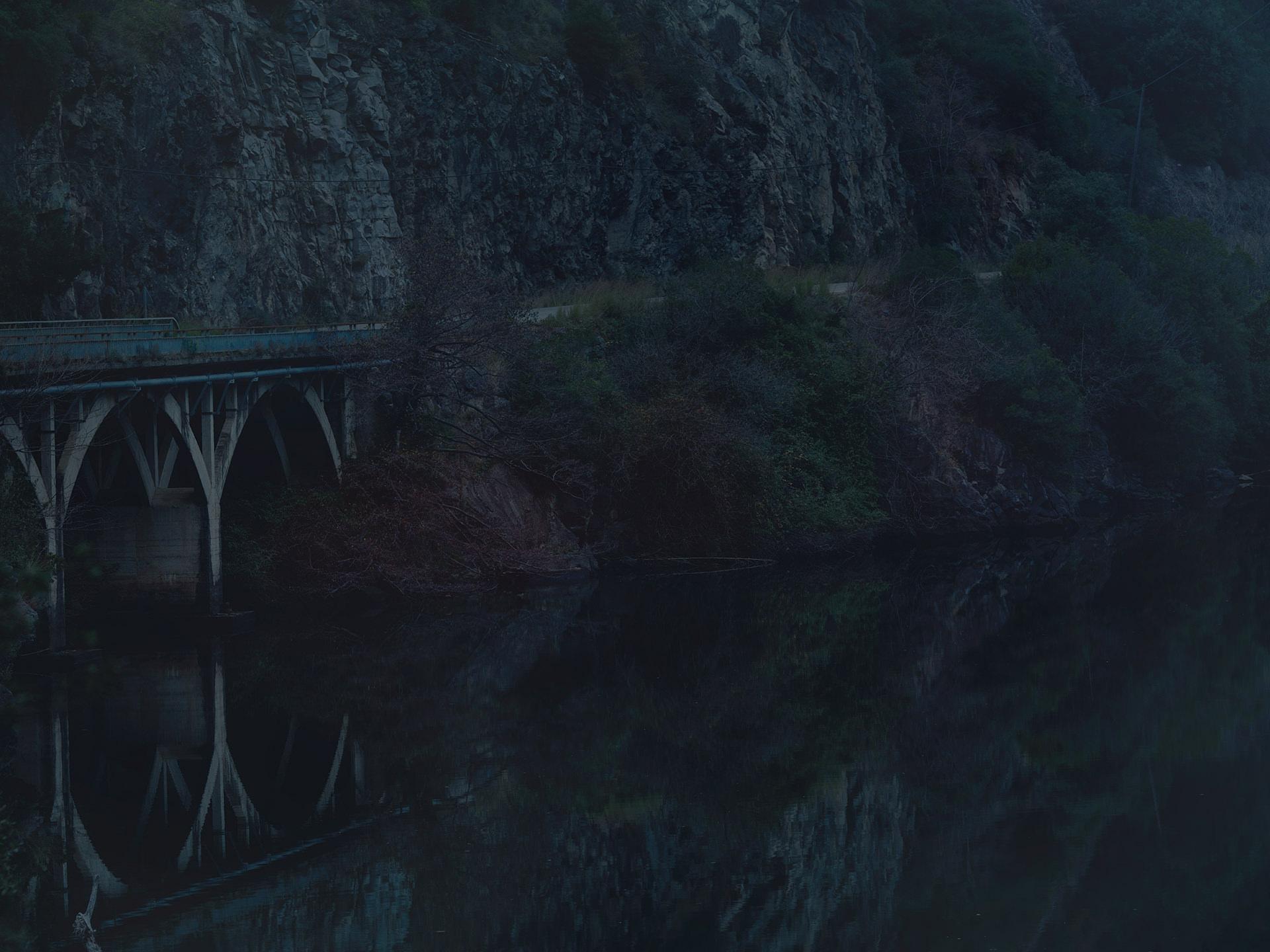dark, water, fineart, elisabeth winter, Spain, landscape, trees, anke luckmann, www.ankeluckmann.com