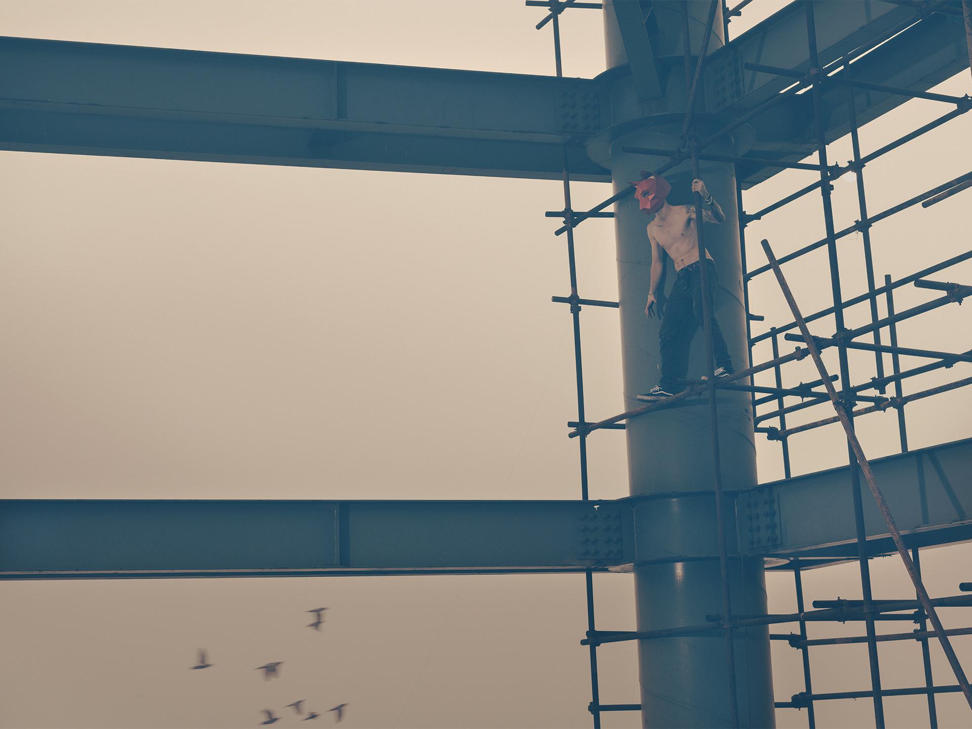 wintercroft, masken, beijing,china, www.ankeluckmann.com, parkour, peking, fine art, personal work, urban, goes awards, cat, roof, birds