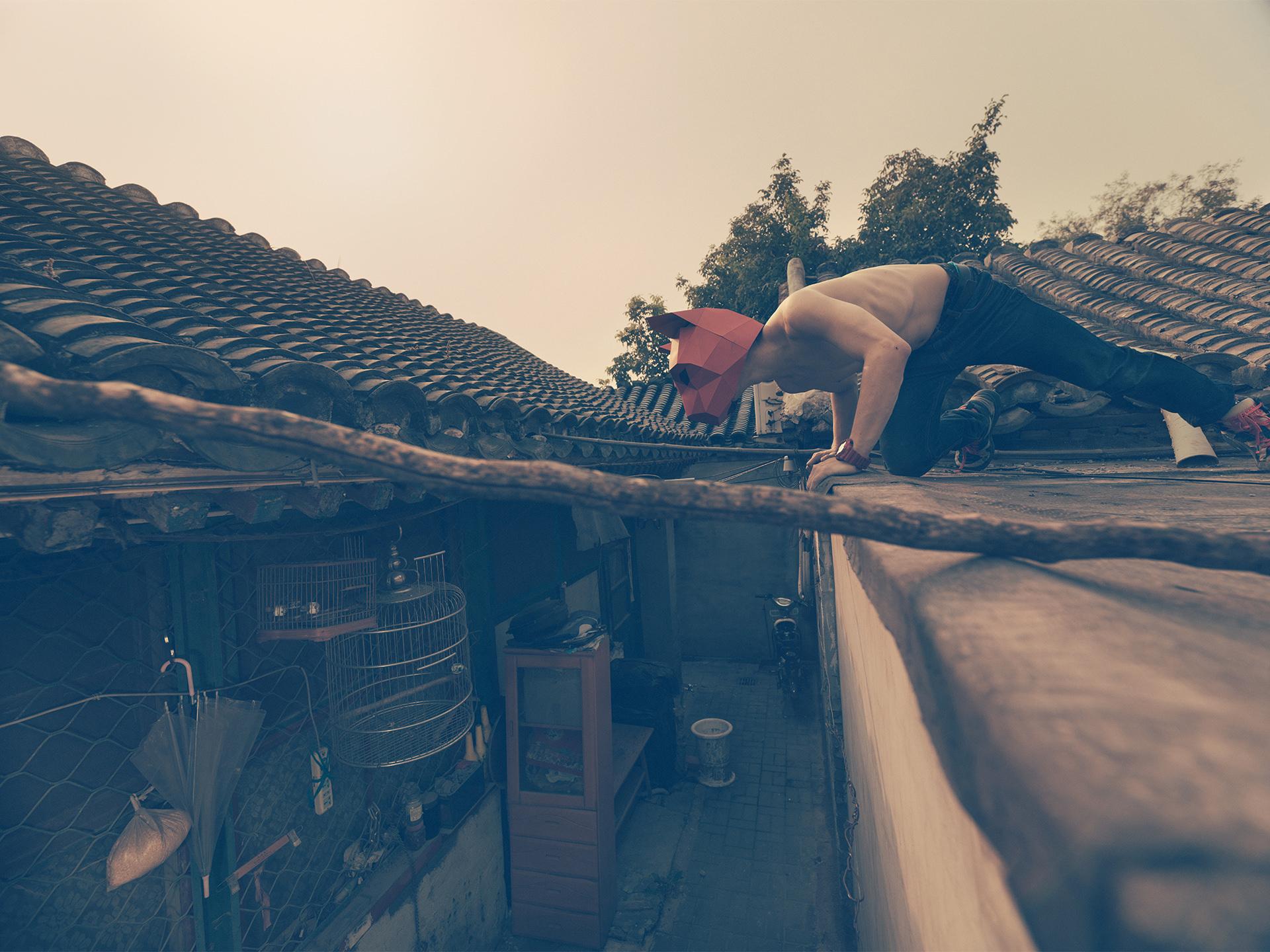 ©ankeluckmann1785, wintercroft, masken, beijing,china, www.ankeluckmann.com, parkour, peking, fine art, personal work, urban, goes awards, cat, roof, birds cage, hutong