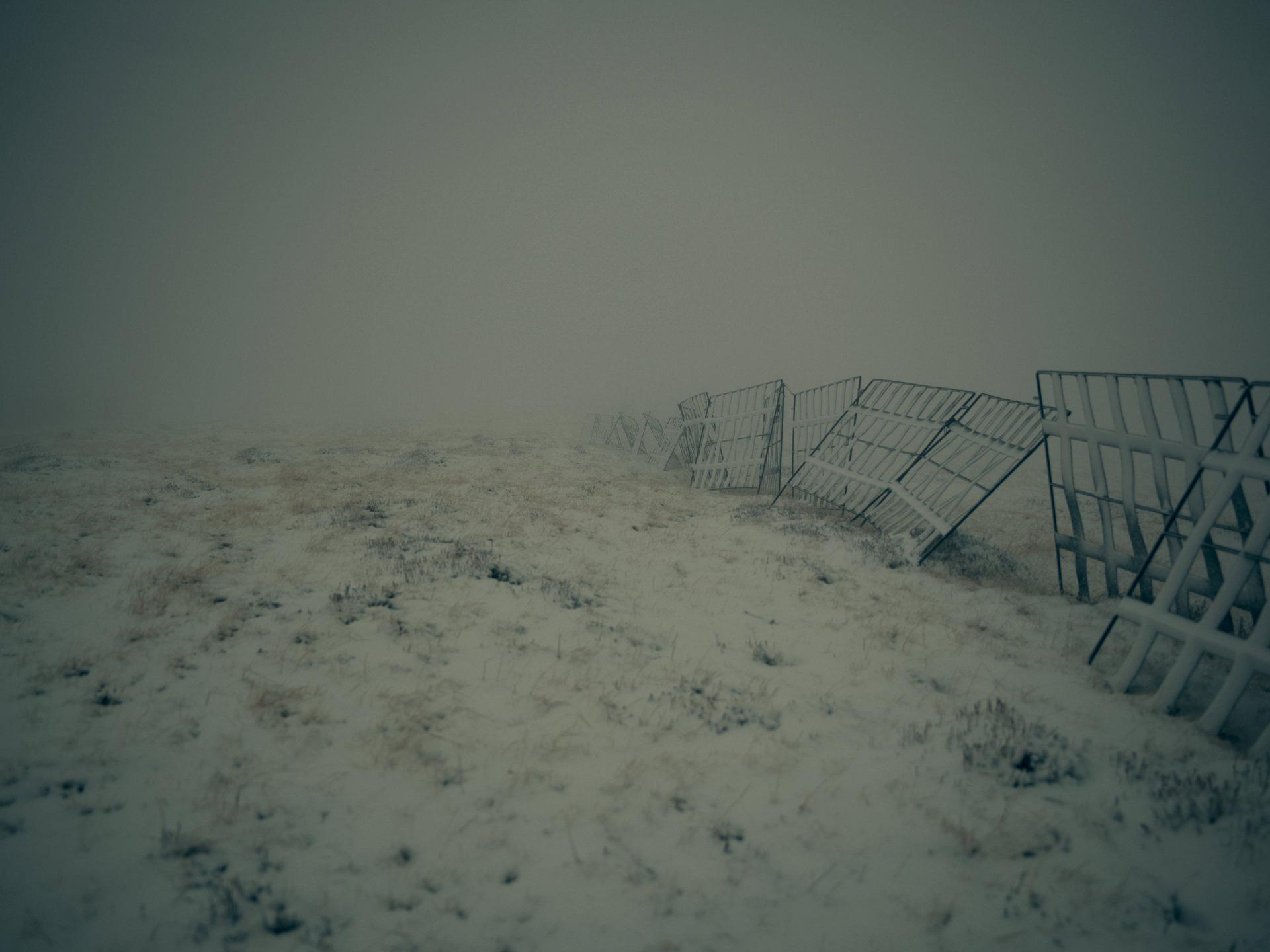 landscape, anke luckmann, romania, mountains, www.ankeluckmann.com, snow, fence