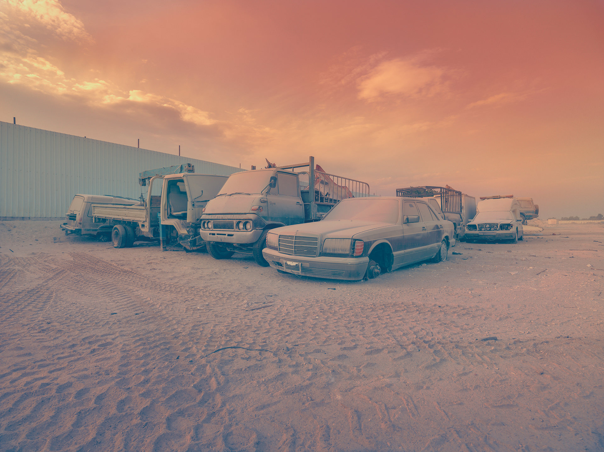 2014; bahrain; dust, junk yard, cars; transportation, old, anke luckmann