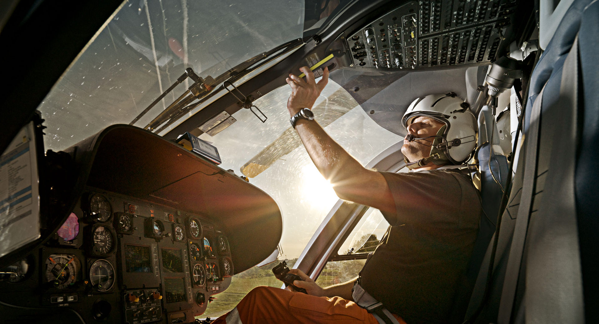 gelbe engel, adac, luftrettung, rescue, helicopter, Germany, anke luckmann, www.ankeluckmann.com, kai tietz, reportage, editorial, pilot